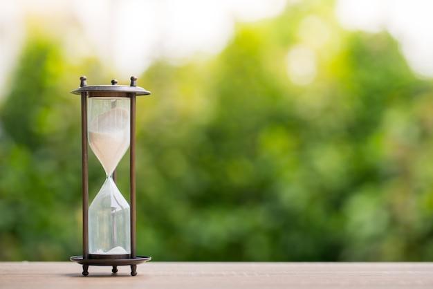 Horloge de sable, concept de gestion du temps d'affaires