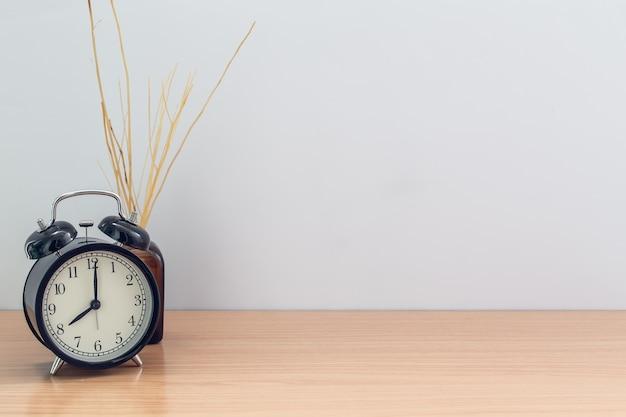 Horloge de style ancien et arôme de chambre reed diffuser avec un espace pour le texte
