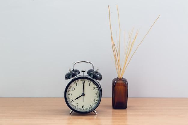 Horloge de style ancien et arôme de la salle de diffusion reed avec espace pour le texte