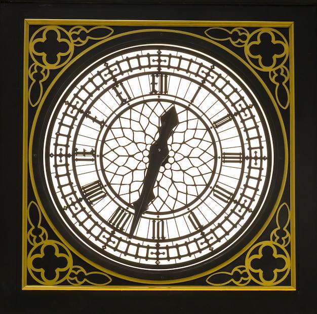 Horloge vintage avec cadre doré classique