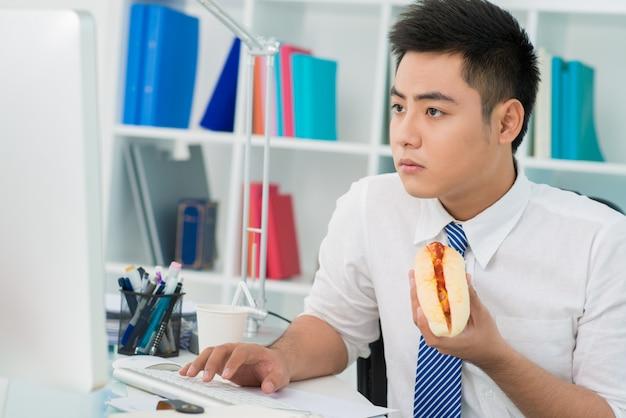 Hot-dog de bureau