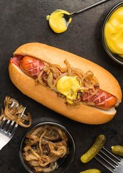 Hot-dog plat à la moutarde