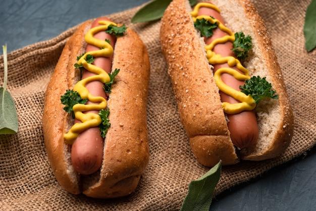 Hot-dog avec des saucisses