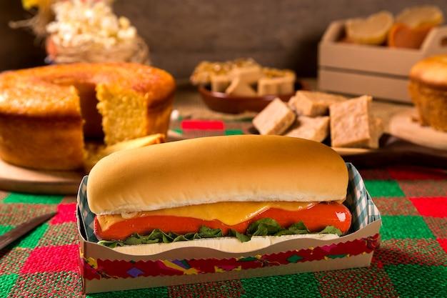Hot-dog. tableau de la festa junina brésilienne