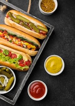 Hot-dogs aux légumes à plat