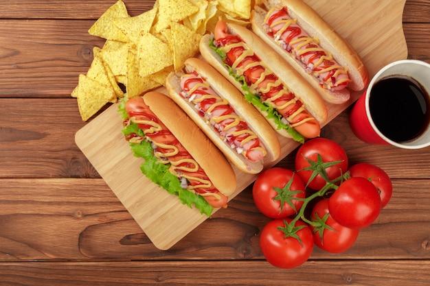 Hot dogs sur bois