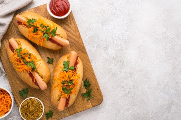 Hot-dogs à plat avec espace copie