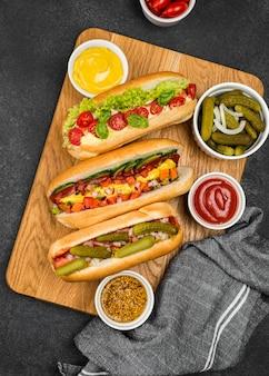Hot-dogs avec vue de dessus de légumes