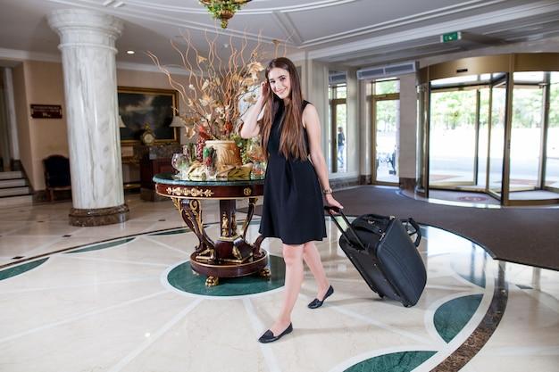 Un hôtel de luxe cinq étoiles accueille les clients le week-end.