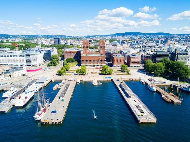 Hôtel de ville ou radhus à oslo, norvège.