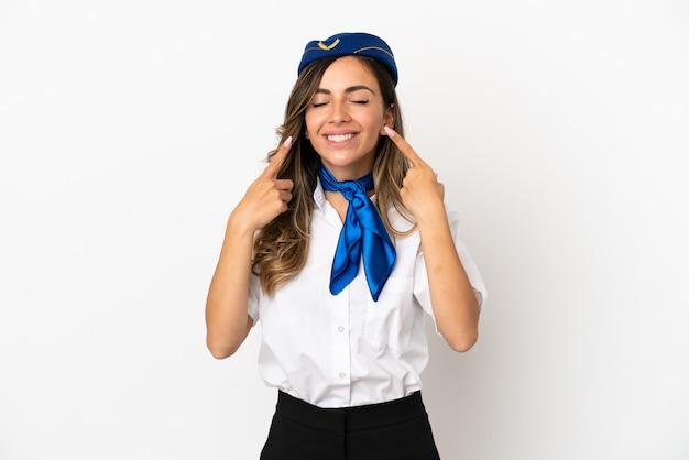 Hôtesse de l'air sur fond blanc isolé souriant avec une expression heureuse et agréable