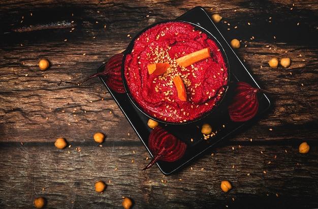 Houmous de betterave rouge fait maison avec pois chiches