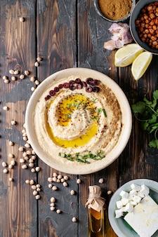 Houmous à l'huile d'olive et au cumin moulu