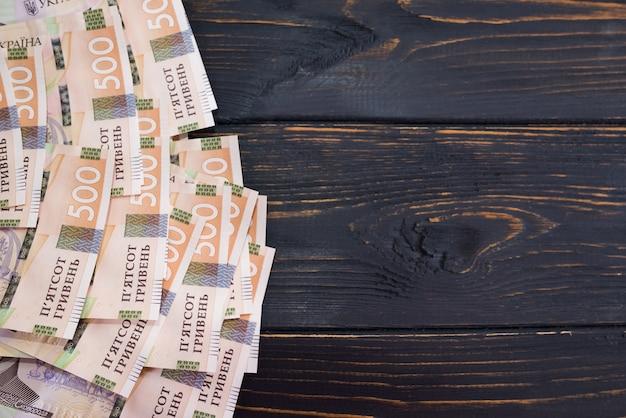 Hryvnia ukrainienne, nouveaux billets de 500 hryvnia. hryvnia (uah) contexte financier avec hryvnia avec espace de copie.