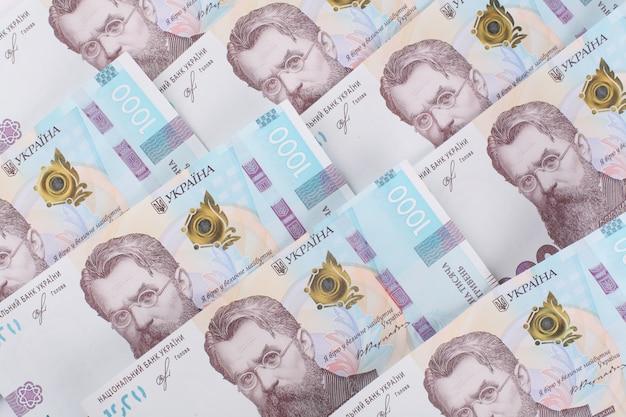 Hryvnia ukrainienne, plusieurs billets de 1000 hryvnia. contexte financier des billets de banque ukrainiens. fond d'argent.