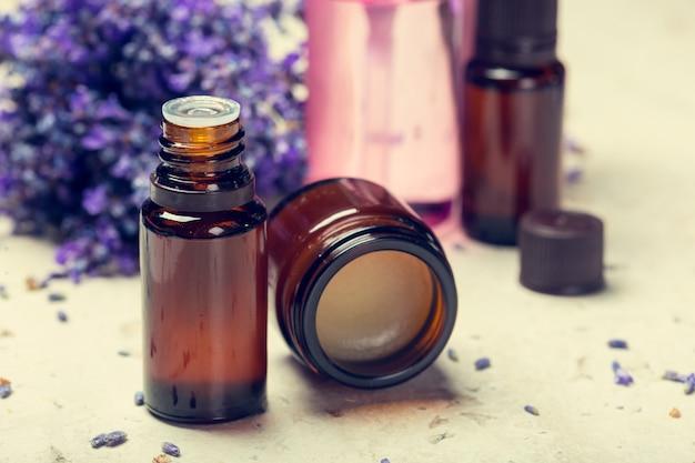 Huile d'aromathérapie et lavande