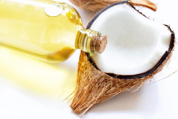 Huile de coco avec noix de coco