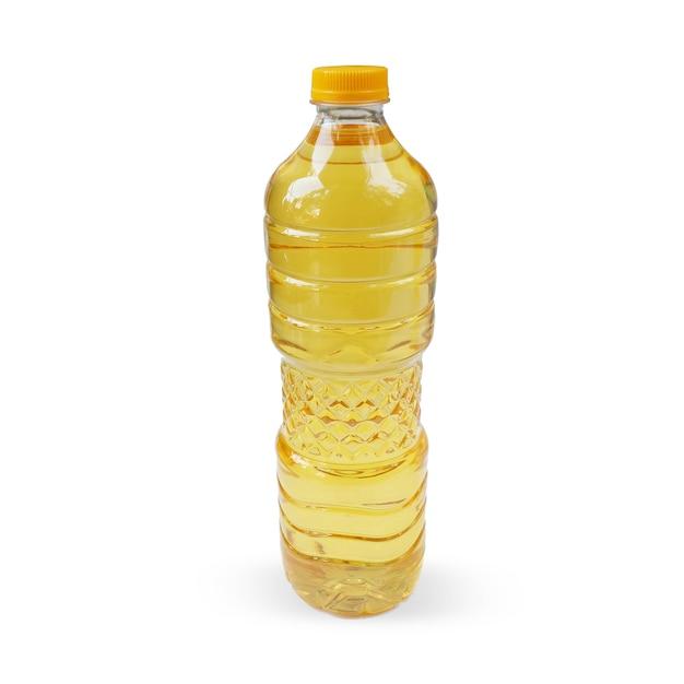L'huile de cuisson dans une bouteille isolé sur fond blanc