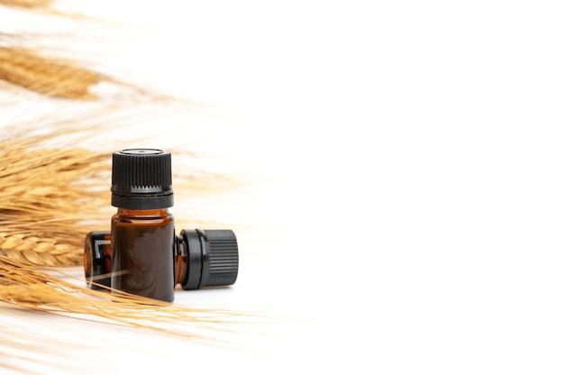 Huile essentielle biologique. produit cosmétique de blé. extrait de germe d'espiguilla.