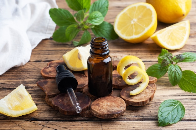 Huile essentielle de citron et de menthe,