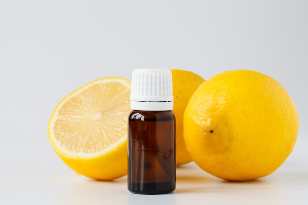 Huile essentielle de citron. traitement de beauté
