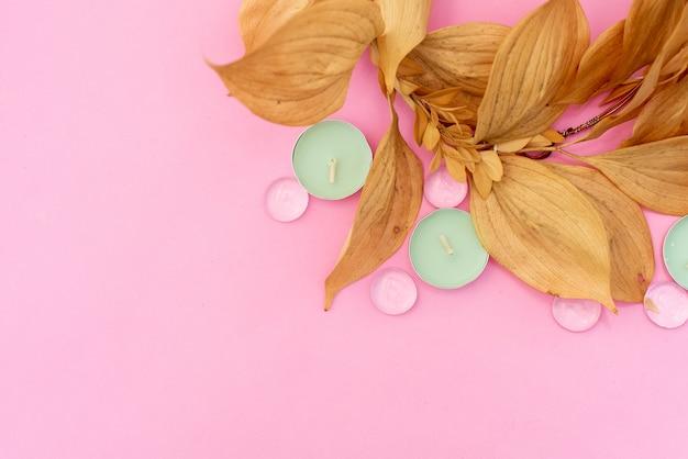 Huile essentielle pour l'aromathérapie, fleurs, savon artisanal, sel de l'himalaya