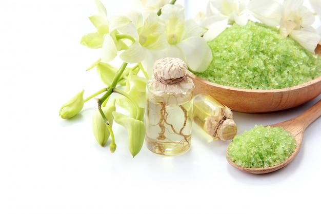 Huile essentielle et sel minéral. produits de spa