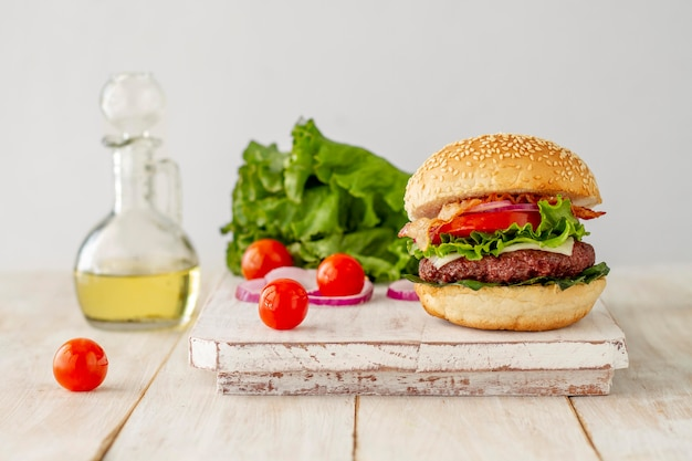 Huile et hamburger