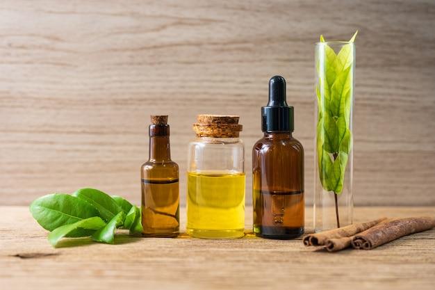 Huile d'herbe naturelle pour l'aromathérapie, médecine alternative pour la santé et le bien-être