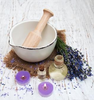 Huile de lavande au sel de bain et à la lavande fraîche