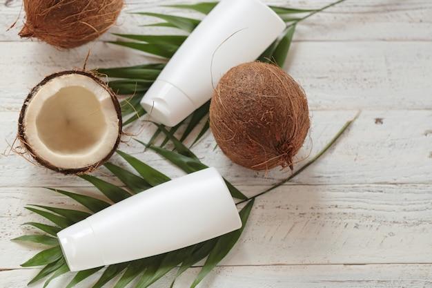 Huile de noix de coco. cosmétiques bio à l'huile de noix de coco