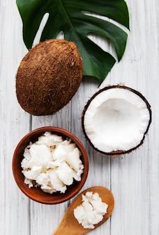 Huile de noix de coco fraîche
