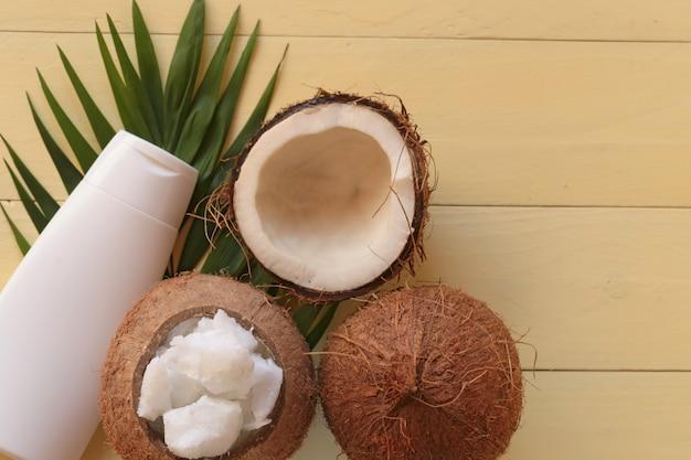 Huile de noix de coco.
