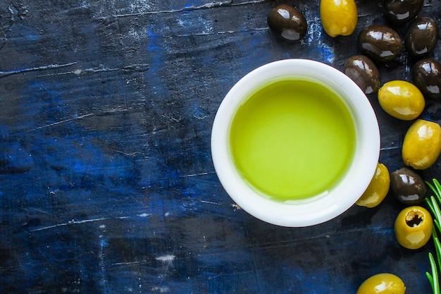 Huile d'olive apéritif olives pressées à froid