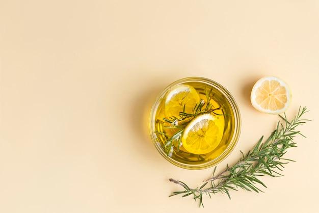 Huile d'olive au citron et au romarin