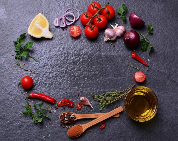 Huile d'olive aux épices et légumes