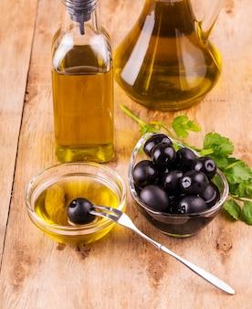 Huile d'olive, bouteille d'huile d'olive vierge