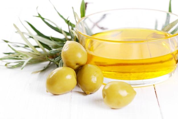 L'huile d'olive dans un bol