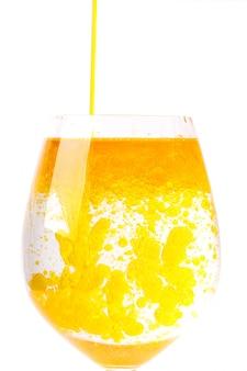 L'huile d'olive dans un verre d'eau