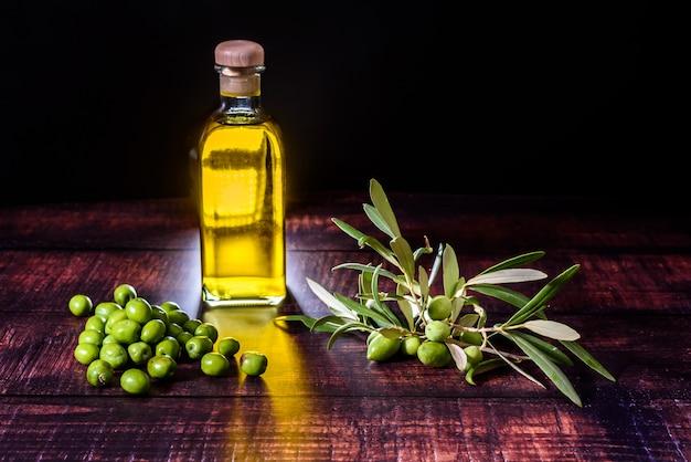L'huile d'olive est extraite des meilleures olives qui poussent en méditerranée et fait partie du régime alimentaire le plus sain connu à ce jour.