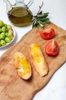 Huile d'olive vierge extra espagnole fraîche aux olives