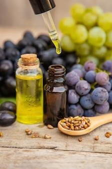 Huile de pépins de raisin dans une petite bouteille