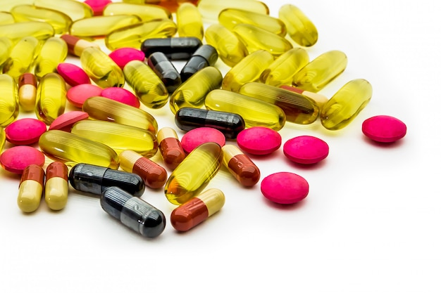 Huile de poisson, vitamines c et capsules de suppléments