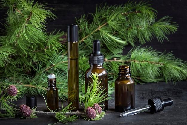 Huiles cosmétiques et parfums de mélèze résineux.