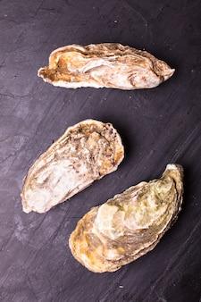 Huîtres sur ardoise