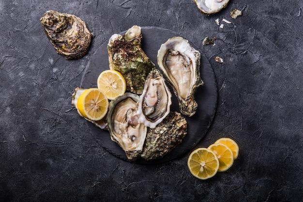 Huîtres fraîches au citron