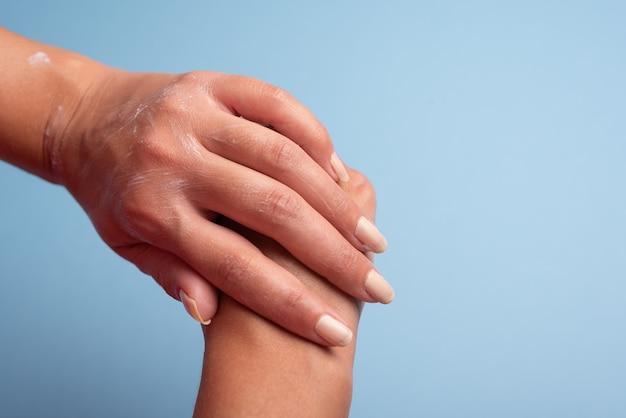 Hydrater les mains après le lavage et la désinfection des mains