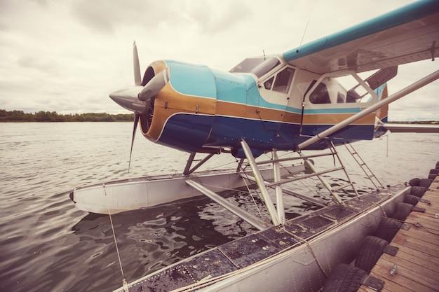 Hydravion en alaska. l'été.