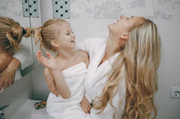 Hygiène des soins féminins frais et joyeux