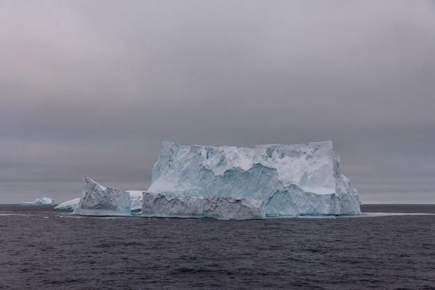 Iceberg en mer antarctique